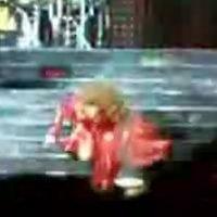 Beyoncé Falls Down Stairs