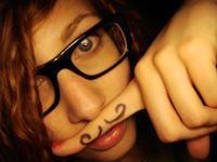 Fingerstache