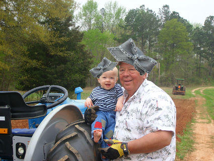 farming-with-hats-32564-1232680421-3.jpg