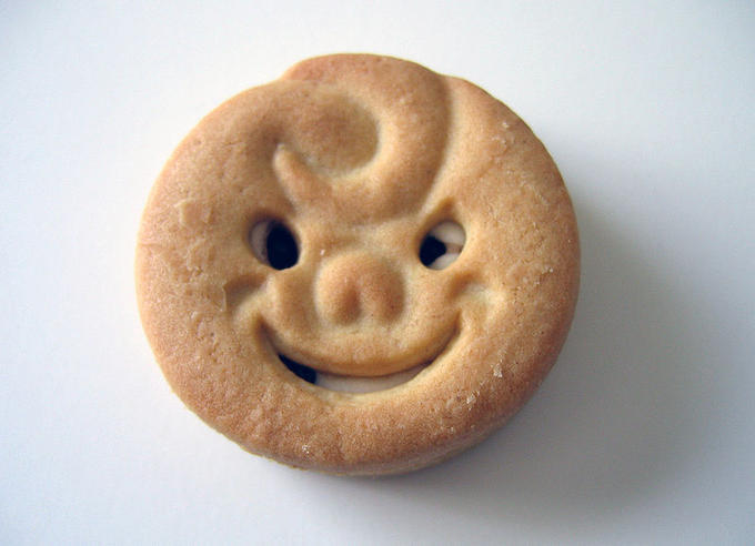 800px-Happy_Faces_Biscuit.jpg