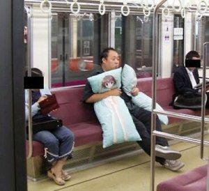 dakimakura-on-train.jpg