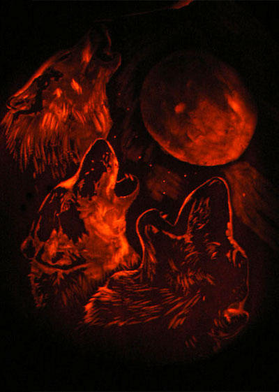 Three_Wolf_One_Moon_Pumpkin_by_LeluDallas.jpg