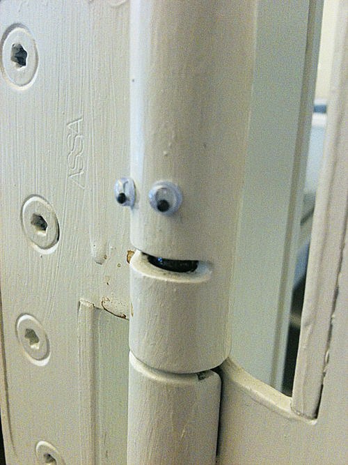 http://eyebombing.com/post/16575227994