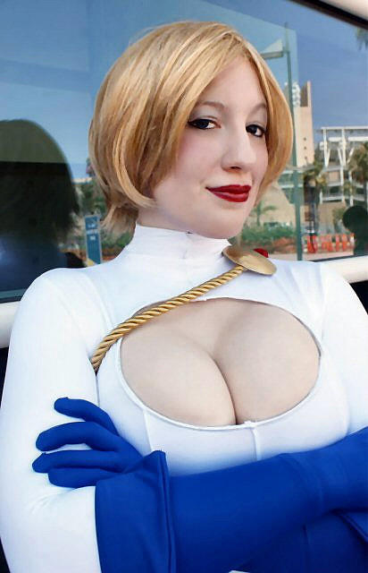 Power Girl Cosplay