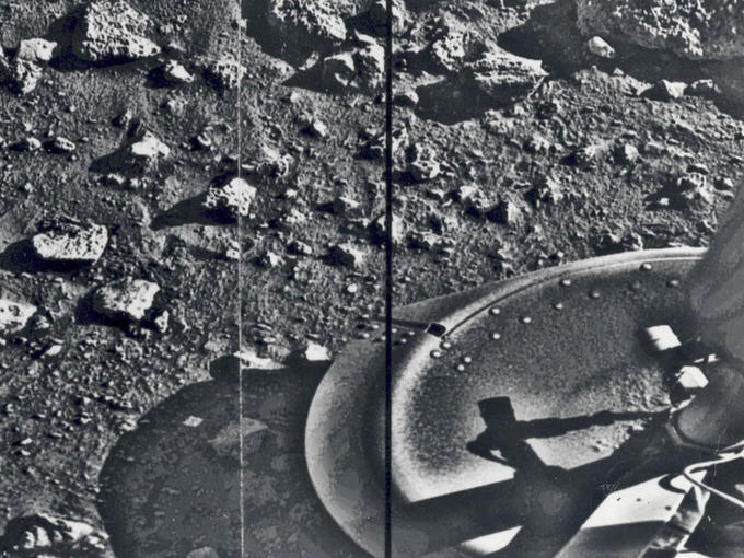 First Image of Mars (1976) Captured by Voyager 1 After Landing