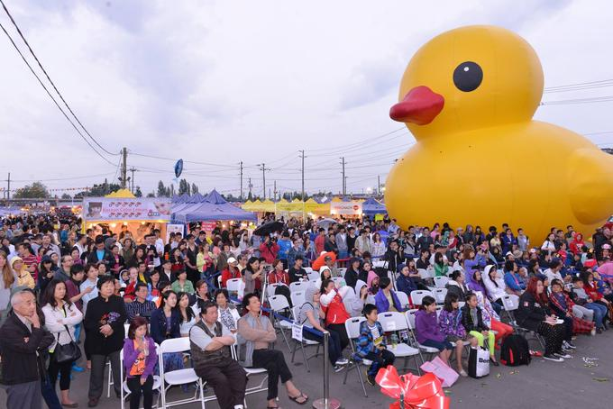 Big Yellow Duck world tour: Richmond BC ground view