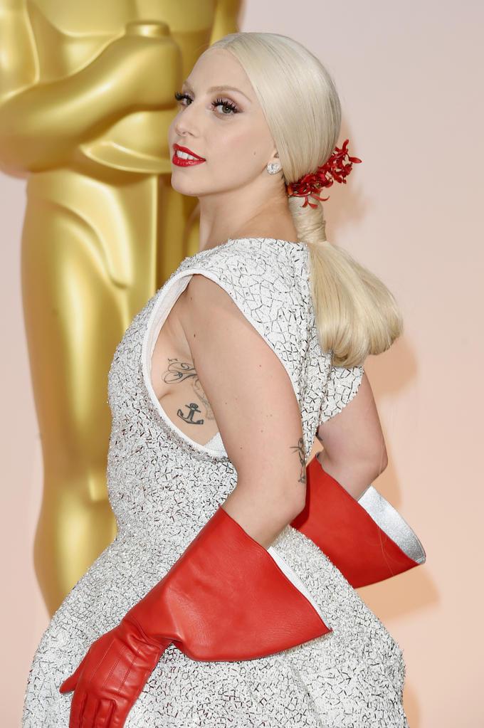 Lady Gaga S Dishwashing Gloves Know Your Meme